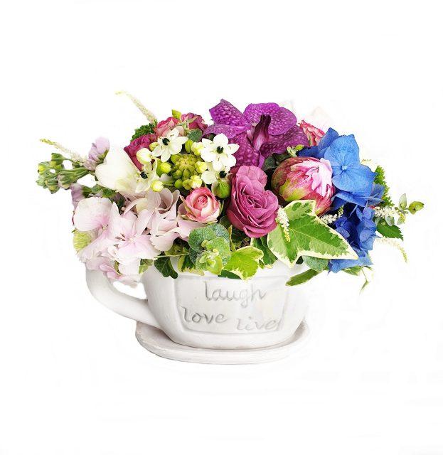 ceasca cu flori