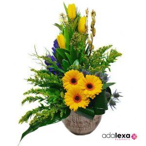 w gerbera lalele si solidago 300x300 - Blog - Florarie Online Curtea de Arges